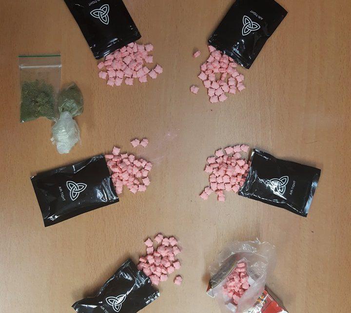 Jongeren aangehouden met inbrekerswerktuig en grote hoeveelheid XTC-pillen