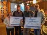 Rik de Lange reikt cheques uit aan goede doelen i.v.m. afscheid