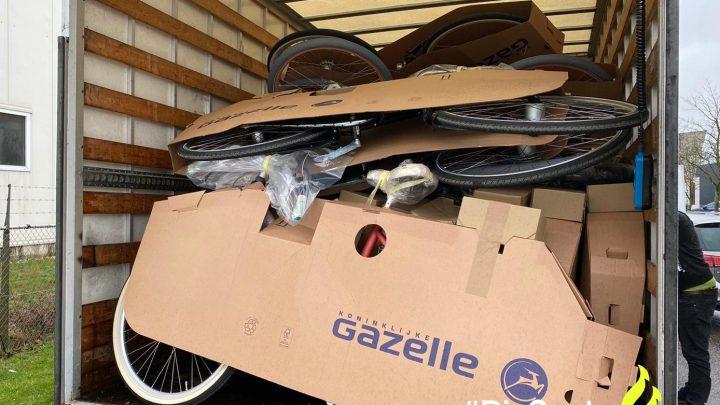 Drie mannen aangehouden voor diefstal van tientallen nieuwe fietsen.